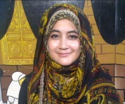 Jilbab Pipik Dian Irawati